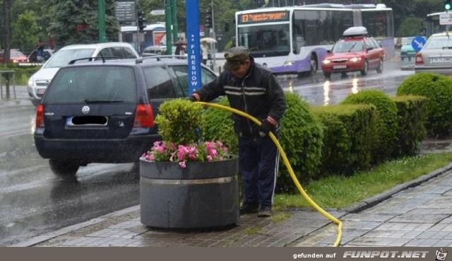 Kein Regen kann ihn von seinem Job abhalten