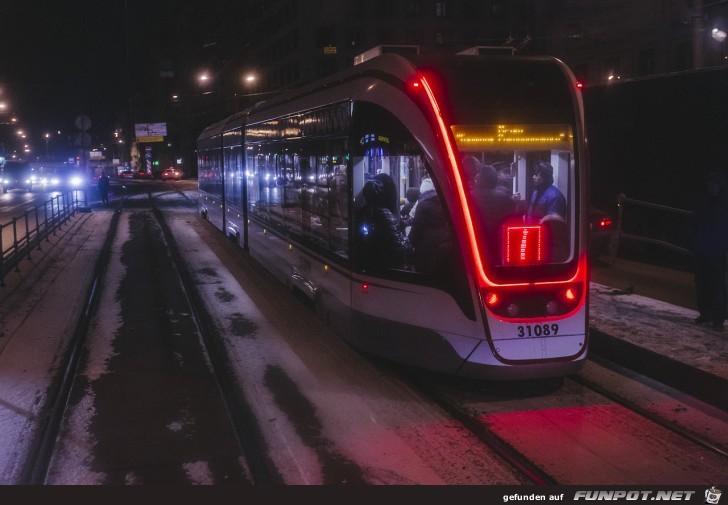 Strassenbahn mit weihnächtlicher Beleuchtung
