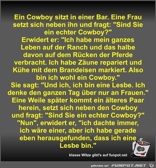 Ein Cowboy sitzt in einer Bar