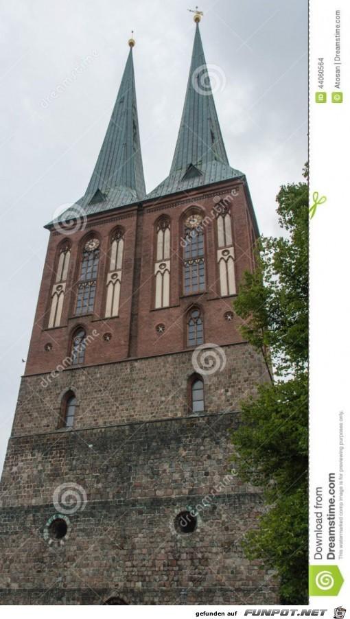 tuerme-von-nikolaikirche-die-aelteste-kirche-berlin