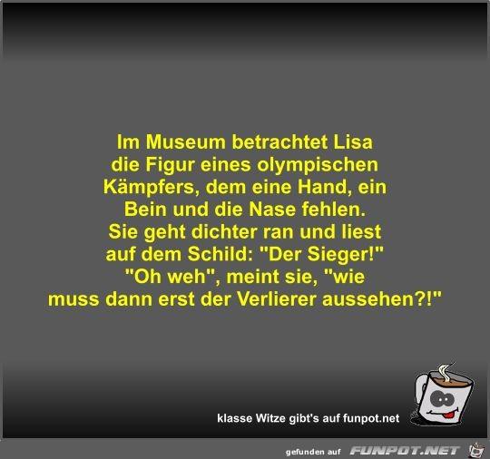 Im Museum betrachtet Lisa die Figur eines olympischen...