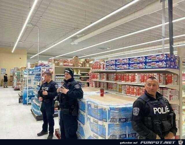 Polizeischutz für's Klopapier