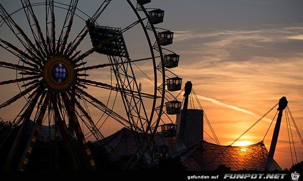 Riesenrad vor Oly-Dach - München