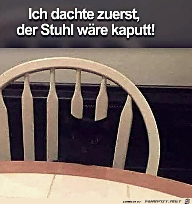Dachte-erst-der-Stuhl-wäre-kaputt.jpg auf www.funpot.net
