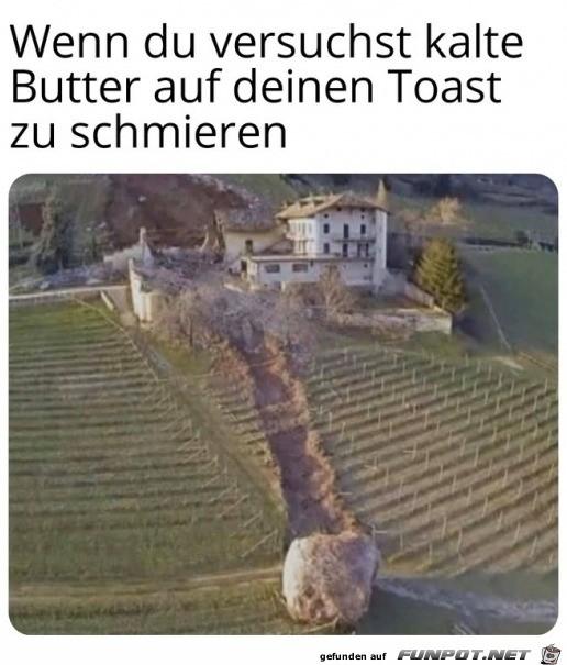 Harte Butter auf einen Toast schmieren