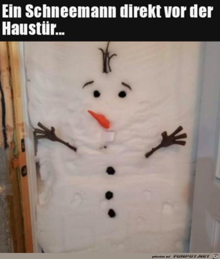 Schneemann in der Haustüre