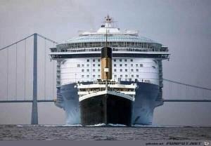 Die Titanic verglichen mit einem modernen Kreuzfahrtschiff