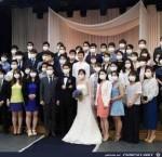Romantische-Hochzeit-mit-Mundschutz.jpg auf www.funpot.net