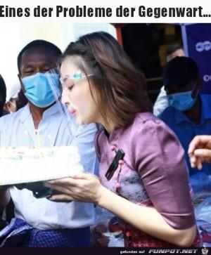 Geburtstagstorte-ausblasen-mit-Maske.jpg auf www.funpot.net