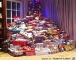 ein-paar-Geschenke-unterm-Weihnachtsbaum.jpg auf www.funpot.net
