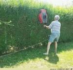 Hecke-schneiden-mal-anders.jpg auf www.funpot.net