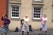 Tanzstunde im Altenheim