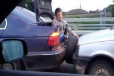 Wie man ohne Seil ein Auto abschleppt