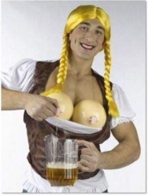 Frauenbusen Kostüm als Bier Zapfstelle!