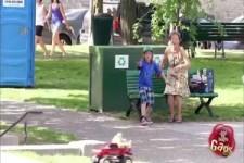 Versteckte Kamera - ferngesteuertes Auto mit Hund