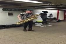Sax-und Schlagzeuger in der NYC METRO