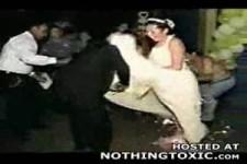 so schnell entflammt ein Brautkleid