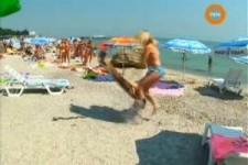 versteckte Kamera - die Schlange am Strand