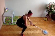 Putzen und Sport in einem