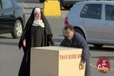 versteckte Kamera - die starke Nonne