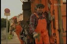 wenn die Müllmänner eine Frau beeindrucken wollen