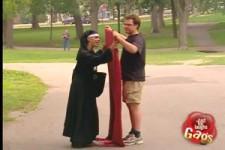 versteckte Kamera - die Nonne, die sich umzieht