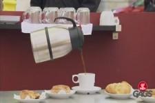 Schwebende Kaffeekanne