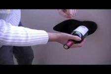 Flasche mit einem Schuh öffnen
