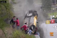 crash-clio sehr knapp heftig