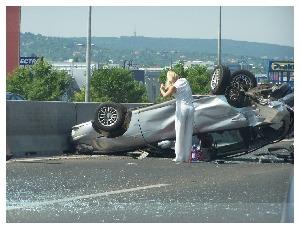 Blondinen nach Unfall