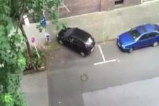 Corsa versucht ein zu parken in Dortmund