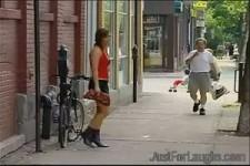 Versteckte Kamera - Prostituierte verliert Geld