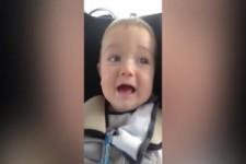 das Baby spricht