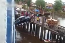 Auto auf Schiff verladen