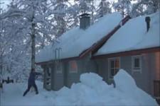 So entfernt man Schnee vom Dach