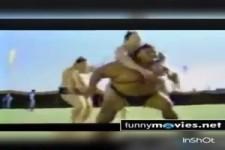 Klasse Cola Werbung mit Sumo-Ringer