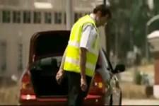 Reifenwechsel eines Beamten