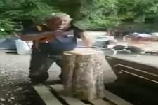 Erstmal Holz hacken