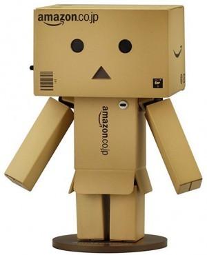 Actionfigur aus Amazon-Kartons!