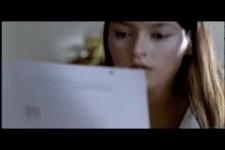 Sie hat das Schreiben entdeckt