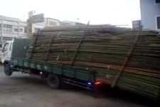 LKW abladen in Asien