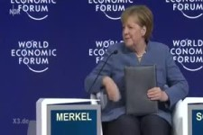 Merkel klebt am Sessel