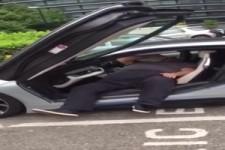 Raus aus dem Auto