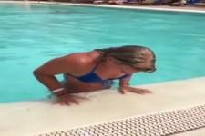 out-of-a-Pool-mit-Klasse