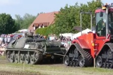 Panzer gegen Traktor