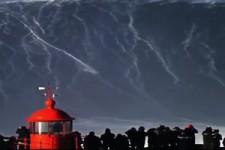 Rodrigo Koxa auf der größten Welle der Welt