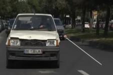Blinder fährt Auto