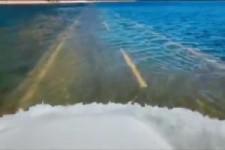 die Strasse wurde vom Meer aeueberflutet