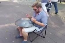 Techno-Straßenmusiker