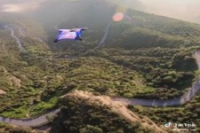 Genialer Wingsuit